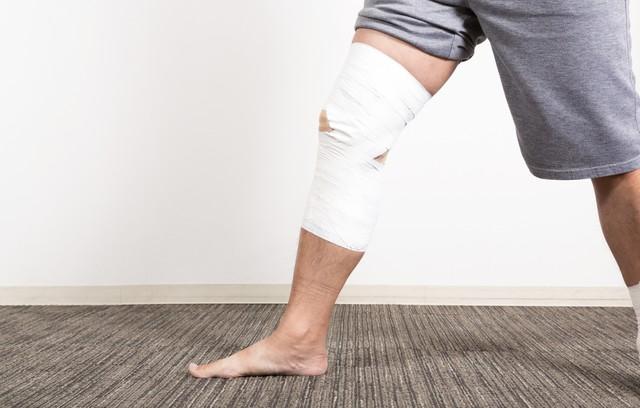 膝関節痛い
