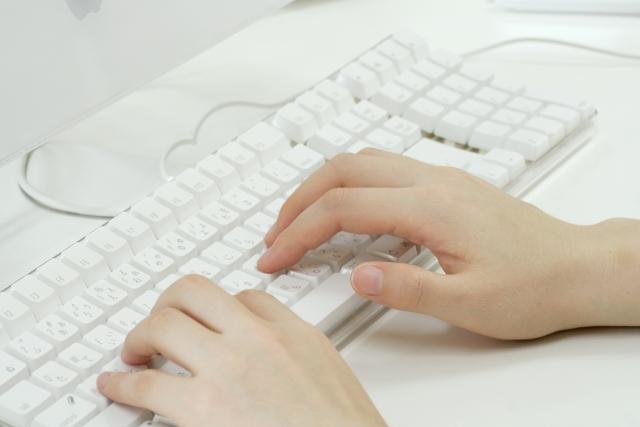 タイピングができるなら文章を書いたりする仕事も探せばあります。